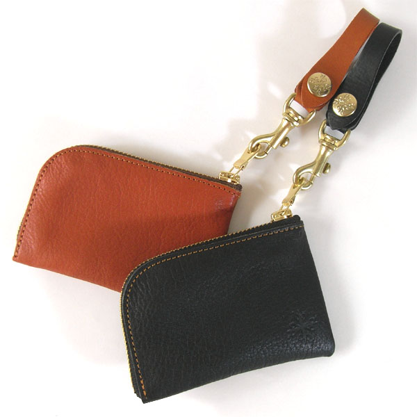 8b4b7b69ceda 最後に長財布を持つ時にコインケースは必要かどうかという事についてです。 長財布と同一デザイン物で揃えるとなると値段もそれなりにしますよね。