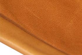 f064e7679f9c 天燃素材としての革の特質は、吸湿性、放湿性 弾性等の特質がありますその革の中で、人間の生活に密接につながりを持つものが革の鞄と言えましょう。